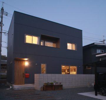 コンクリートと木がコラボした家 画像